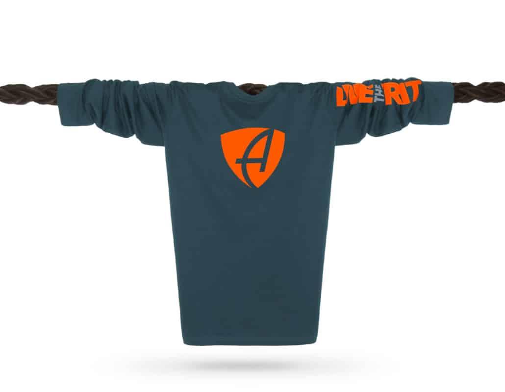 Vorderansicht eines petrolfarbenen SB Longsleeve T-Shirts aus Bio-Baumwolle (Organic Bio T-Shirt) mit grau-orangem Ammersee Design der Modemarke AMMERSEE BAVARIA aus Bayern, Deutschland