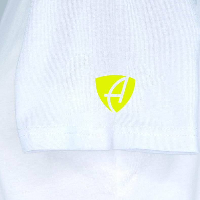 Ärmel eines weissen ST T-Shirts aus Bio-Baumwolle (Organic Bio T-Shirts) mit lime-gelbem Ammersee Design der Modemarke AMMERSEE BAVARIA aus Bayern, Deutschland
