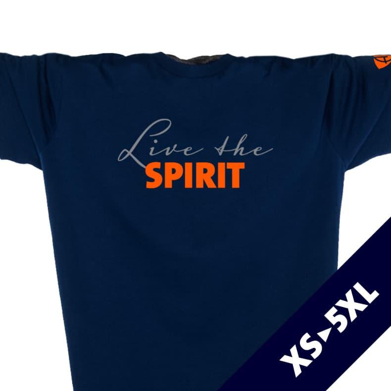 Ausschnitt Vorderansicht eines dunkelblauen ST T-Shirts aus Bio-Baumwolle (Organic Bio T-Shirt) mit orangenem Ammersee Design der Modemarke AMMERSEE BAVARIA aus Bayern, Deutschland