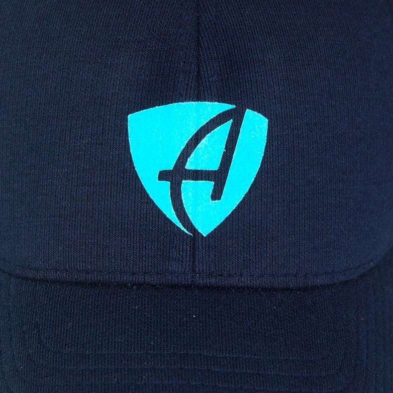 Vorderansicht eines dunkelblauen CB Ammersee Flexfit Cap Single Jersey mit türkisem Ammersee Design der Modemarke AMMERSEE BAVARIA aus Bayern, Deutschland