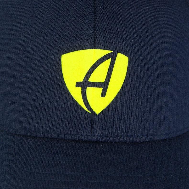 Vorderansicht eines dunkelblauen CB Ammersee Flexfit Cap Single Jersey mit lime-gelben Ammersee Design der Modemarke AMMERSEE BAVARIA aus Bayern, Deutschland
