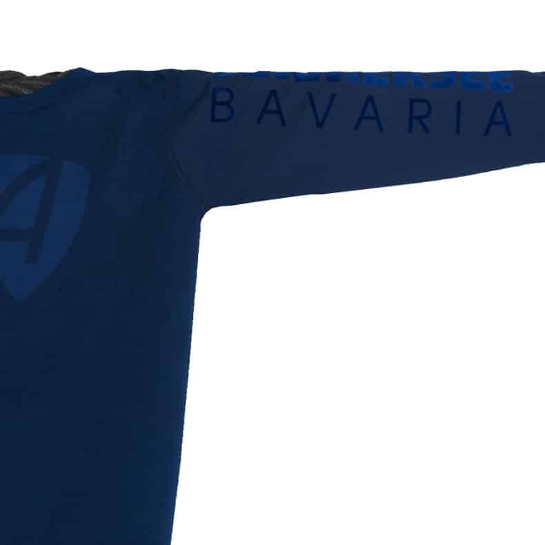 Ärmel eines dunkelblauen CB Longsleeve T-Shirts aus Bio-Baumwolle (Organic Bio T-Shirts) mit dunkelblauem Ammersee Design der Modemarke AMMERSEE BAVARIA aus Bayern, Deutschland