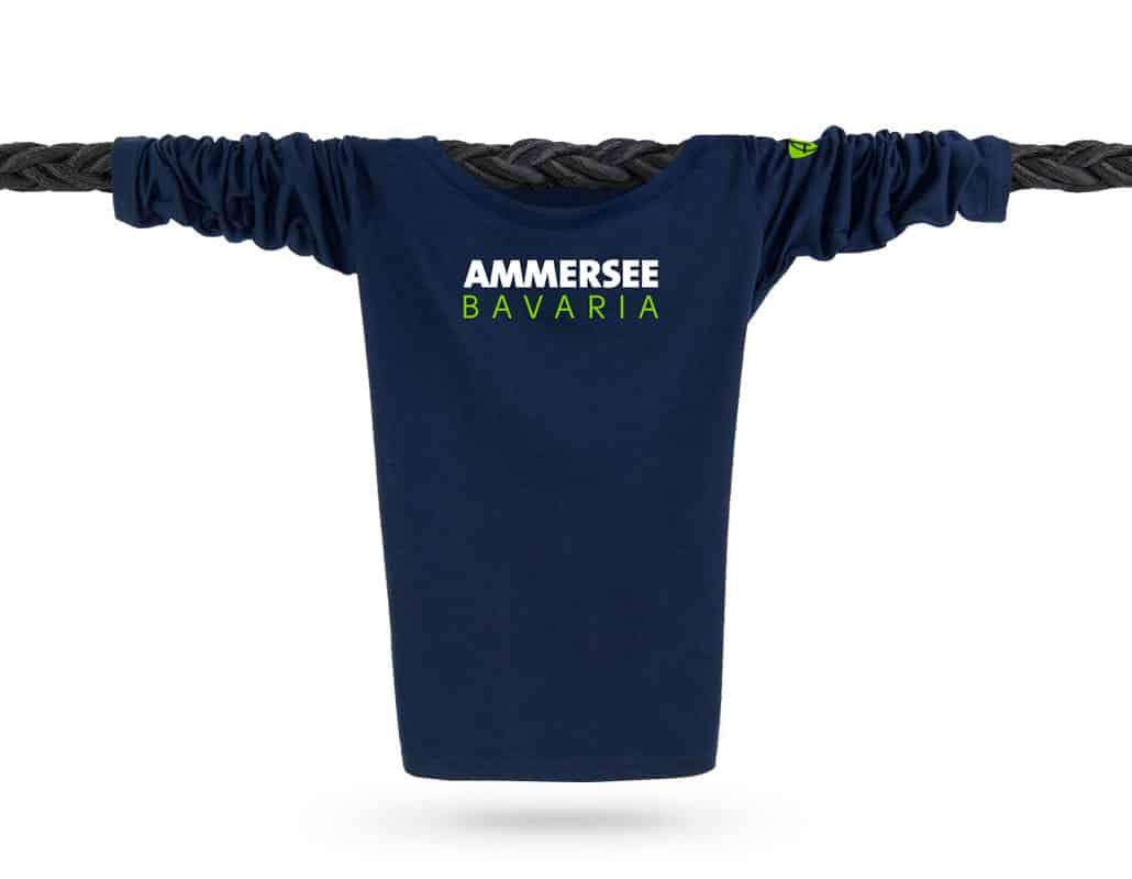 Vorderansicht eines dunkelblauen CT Longsleeve T-Shirts aus Bio-Baumwolle (Organic Bio T-Shirt) mit weiss-grünem Ammersee Design der Modemarke AMMERSEE BAVARIA aus Bayern, Deutschland