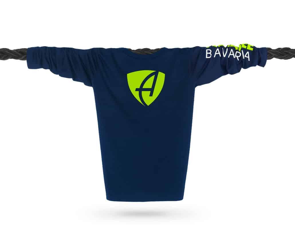 Vorderansicht eines dunkelblauen CB Longsleeve T-Shirts aus Bio-Baumwolle (Organic Bio T-Shirt) mit weiss-grünem Ammersee Design der Modemarke AMMERSEE BAVARIA aus Bayern, Deutschland
