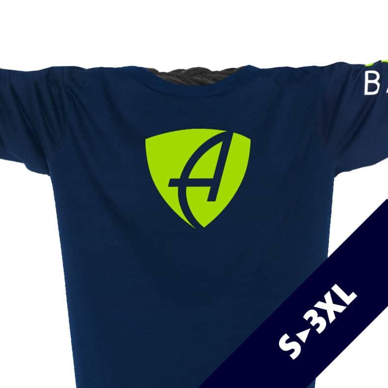 Ausschnitt Vorderansicht eines dunkelblauen CB Longsleeve T-Shirts aus Bio-Baumwolle (Organic Bio T-Shirt) mit weiss-grünem Ammersee Design der Modemarke AMMERSEE BAVARIA aus Bayern, Deutschland
