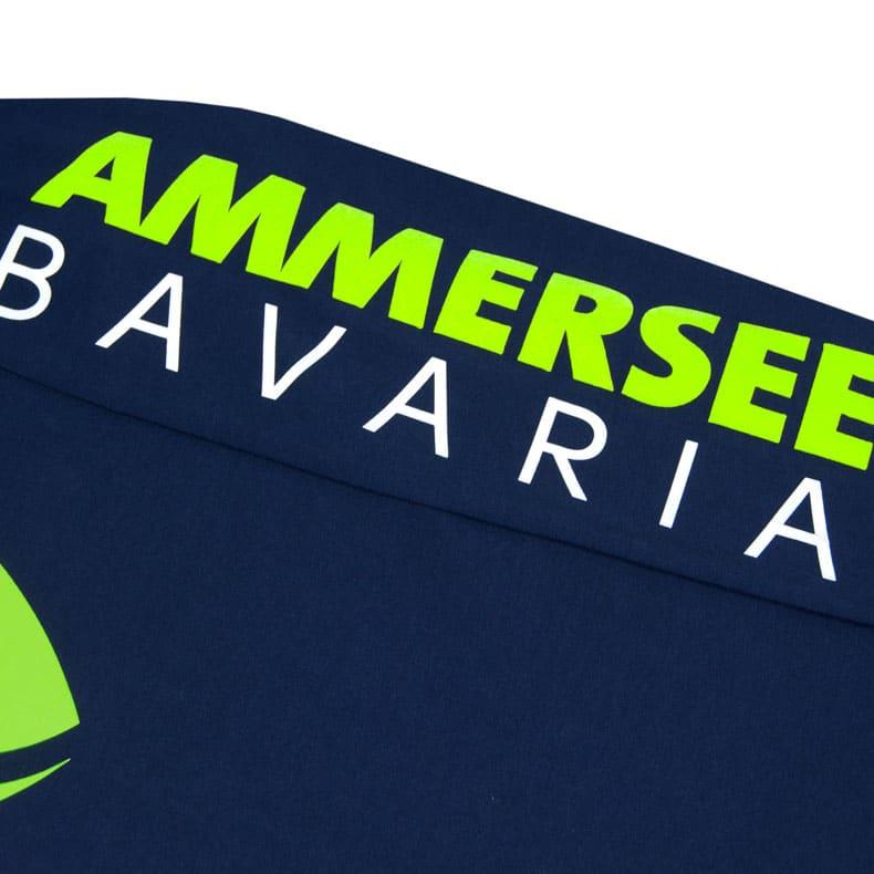Ärmel eines dunkelblauen CB Longsleeve T-Shirts aus Bio-Baumwolle (Organic Bio T-Shirts) mit weiss-grünem Ammersee Design der Modemarke AMMERSEE BAVARIA aus Bayern, Deutschland