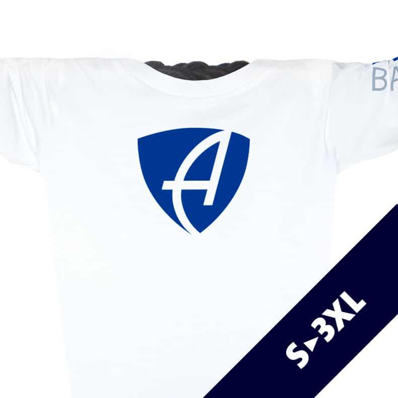 Ausschnitt Vorderansicht eines weissen CB Longsleeve T-Shirts aus Bio-Baumwolle (Organic Bio T-Shirt) mit blau-grauem Ammersee Design der Modemarke AMMERSEE BAVARIA aus Bayern, Deutschland