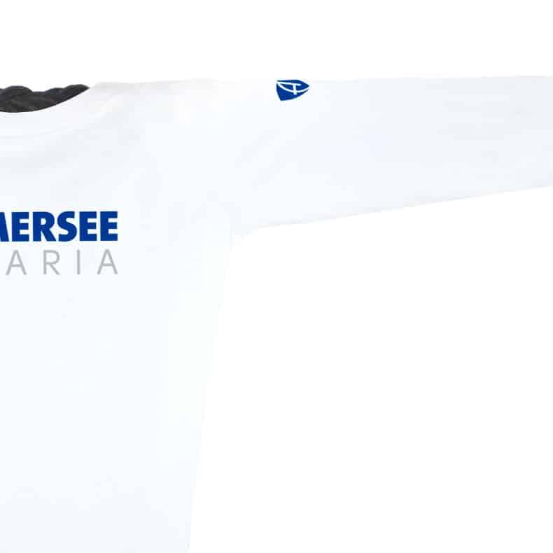 Ärmel eines weissen CT Longsleeve T-Shirts aus Bio-Baumwolle (Organic Bio T-Shirts) mit weiss-türkisem Ammersee Design der Modemarke AMMERSEE BAVARIA aus Bayern, Deutschland