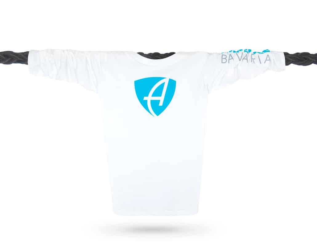 Vorderansicht eines weissen CB Longsleeve T-Shirts aus Bio-Baumwolle (Organic Bio T-Shirt) mit weiss-türkisem Ammersee Design der Modemarke AMMERSEE BAVARIA aus Bayern, Deutschland