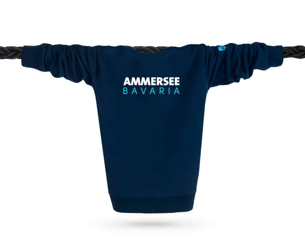 Vorderansicht eines dunkelblauen CT Pullover aus Bio-Baumwolle (Organic Bio Sweater) und recyceltem Polyester mit türkis-weissem Ammersee Design der Modemarke AMMERSEE BAVARIA aus Bayern, Deutschland