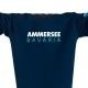 Ausschnitt Vorderansicht eines dunkelblauen CT Pullover aus Bio-Baumwolle (Organic Bio Sweater) und recyceltem Polyester mit türkis-weissem Ammersee Design der Modemarke AMMERSEE BAVARIA aus Bayern, Deutschland