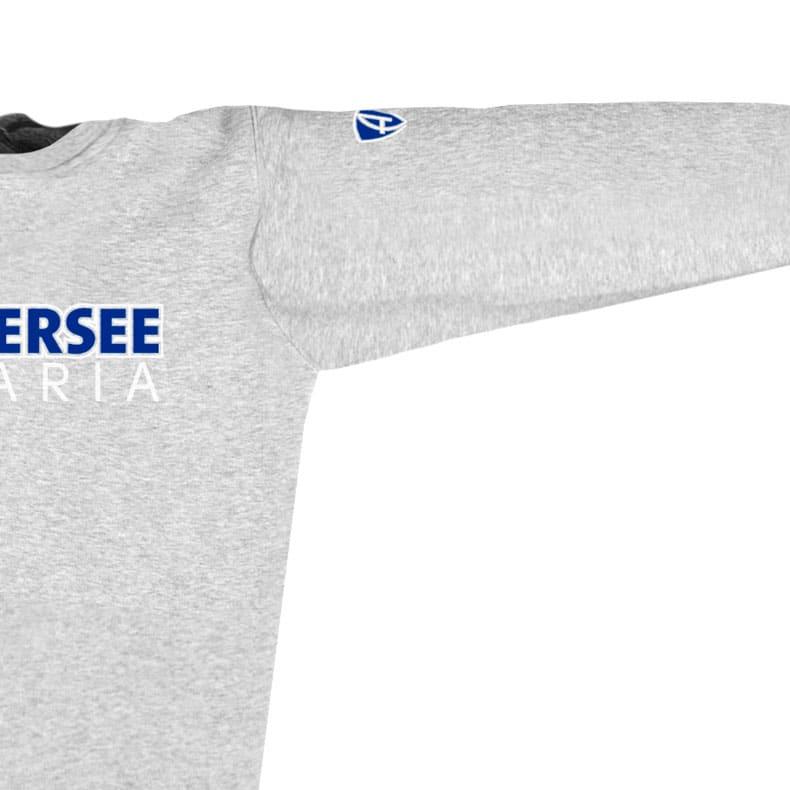 Ärmel eines mittelgrauen CTo Pullover aus Bio-Baumwolle (Organic Bio Sweater) und recyceltem Polyester mit weiss-blauen Ammersee Design der Modemarke AMMERSEE BAVARIA aus Bayern, Deutschland