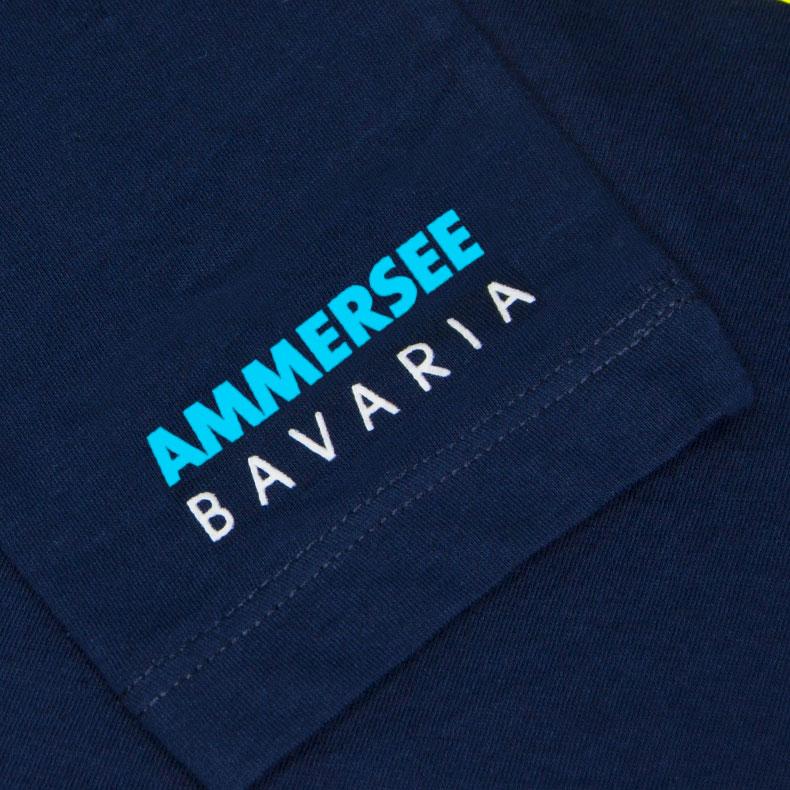 Ärmel eines dunkelblauen ST Longsleeve T-Shirts aus Bio-Baumwolle (Organic Bio T-Shirts) mit weiss-türkisem Ammersee Design der Modemarke AMMERSEE BAVARIA aus Bayern, Deutschland