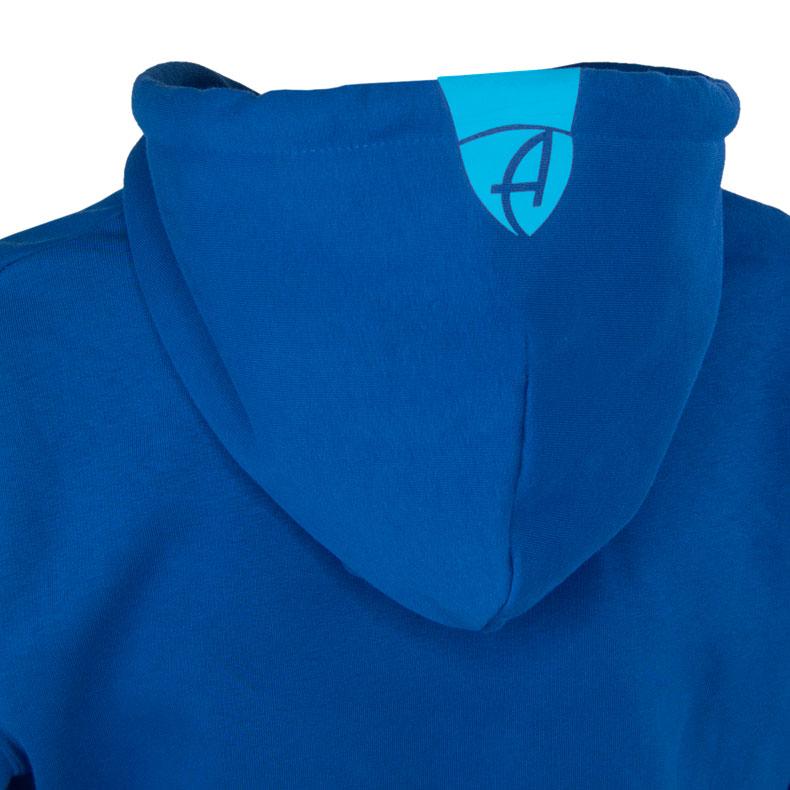 Rückansicht eines blauen Kapuzenpullover und seiner Kapuze (Organic Bio Hoodie) mit türkisem Ammersee Design der Modemarke AMMERSEE BAVARIA aus Bayern, Deutschland