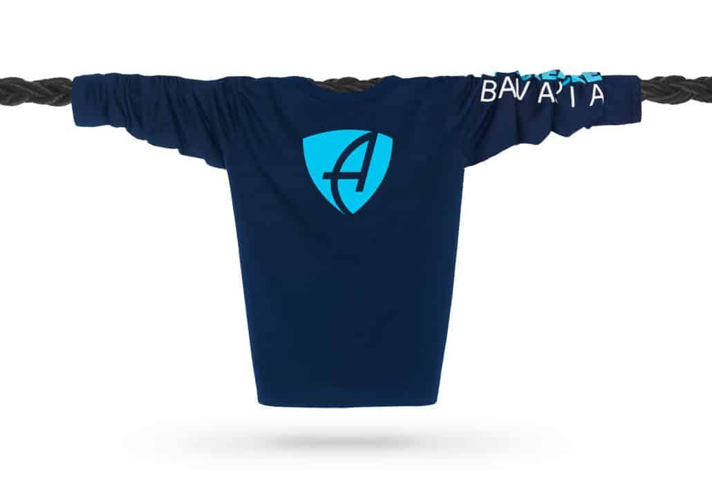 Vorderansicht eines dunkelblauen CB Kinder Longsleeve aus Bio-Baumwolle (Organic Bio T-Shirt) mit türkis-weissem Ammersee Design der Modemarke AMMERSEE BAVARIA aus Bayern, Deutschland