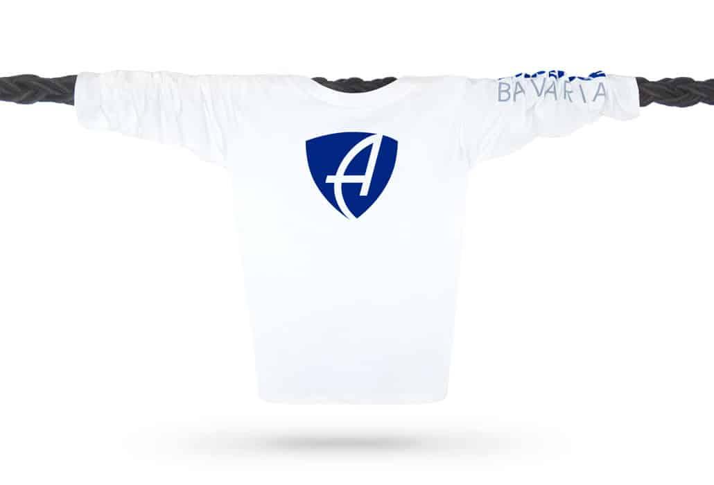 Vorderansicht eines weissen CB Kinder Longsleeve aus Bio-Baumwolle (Organic Bio T-Shirt) mit royal-blauem Ammersee Design der Modemarke AMMERSEE BAVARIA aus Bayern, Deutschland