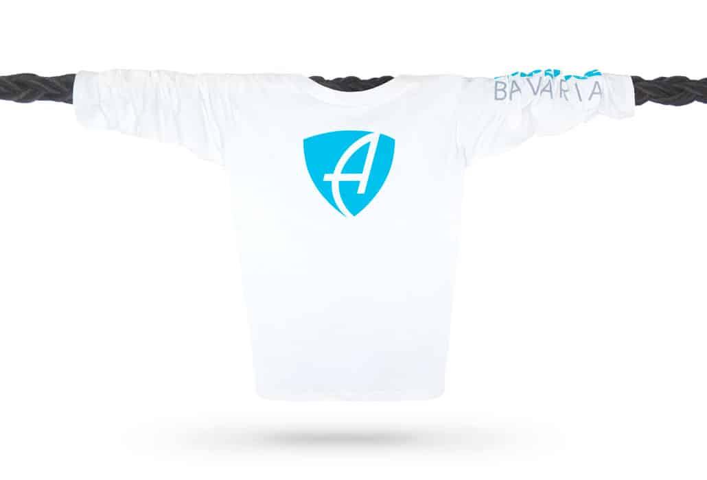 Vorderansicht eines weissen CB Kinder Longsleeve aus Bio-Baumwolle (Organic Bio T-Shirt) mit türkis-blauem Ammersee Design der Modemarke AMMERSEE BAVARIA aus Bayern, Deutschland