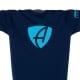 Ausschnitt Vorderansicht eines dunkelblauen CB Kinder T-Shirts aus Bio-Baumwolle (Organic Bio T-Shirt) mit türkis-blauem Ammersee Design der Modemarke AMMERSEE BAVARIA aus Bayern, Deutschland
