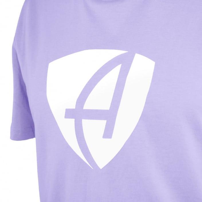 Ausschnitt Vorderansicht eines lilafarbenden CB Kinder T-Shirts aus Bio-Baumwolle (Organic Bio T-Shirt) mit weissem Ammersee Design der Modemarke AMMERSEE BAVARIA aus Bayern, Deutschland