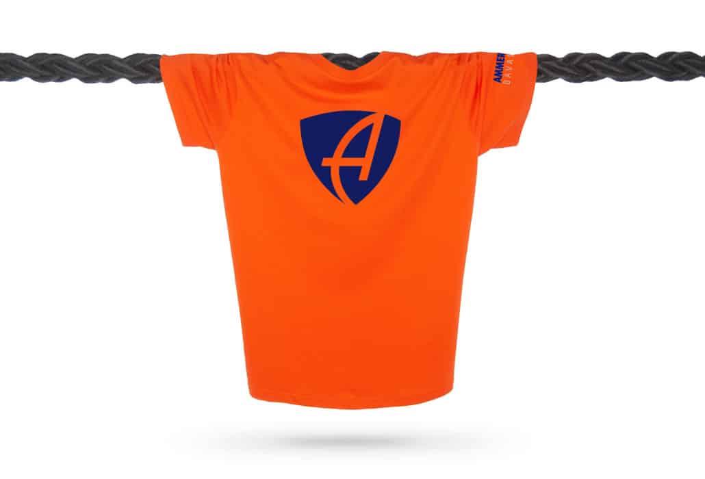Vorderansicht eines orangenen CB Kinder T-Shirts aus Bio-Baumwolle (Organic Bio T-Shirt) mit royal-blauem Ammersee Design der Modemarke AMMERSEE BAVARIA aus Bayern, Deutschland