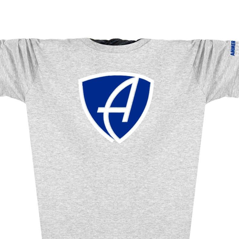 Vorderansicht eines hellgrauen CBo T-Shirts aus Bio-Baumwolle (Organic Bio T-Shirt) mit blau-weissem Ammersee Design der Modemarke AMMERSEE BAVARIA aus Bayern, Deutschland