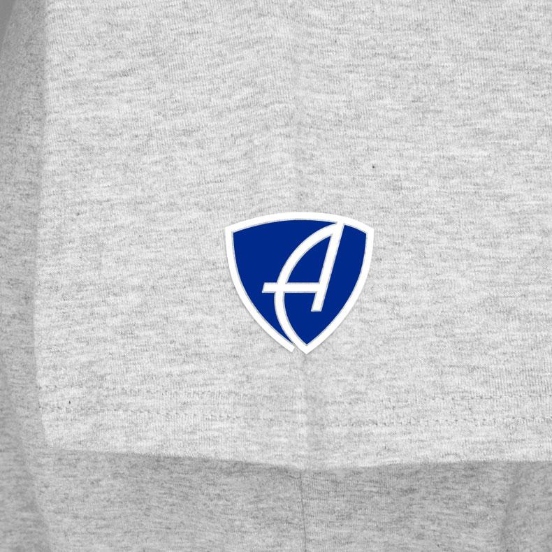 Ärmel eines hellgrauen CTo T-Shirts aus Bio-Baumwolle (Organic Bio T-Shirts) mit blau-weissem Ammersee Design der Modemarke AMMERSEE BAVARIA aus Bayern, Deutschland