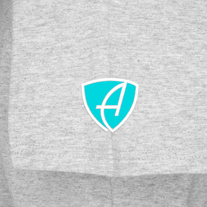 Ärmel eines hellgrauen CTo T-Shirts aus Bio-Baumwolle (Organic Bio T-Shirts) mit türkis-weissem Ammersee Design der Modemarke AMMERSEE BAVARIA aus Bayern, Deutschland