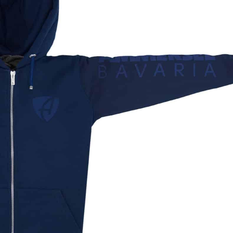 Ärmel eines dunkelblauen CB Kapuzenjacke aus Bio-Baumwolle (Organic Bio Hoodie) und recyceltem Polyester mit dunkelblauen Ammersee Design der Modemarke AMMERSEE BAVARIA aus Bayern, Deutschland