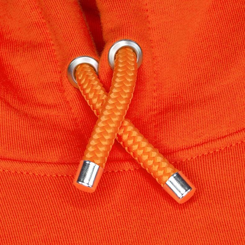 Orangene Kapuzenkordel aus PET-Segelseilen von einem orangenen SB Kapuzenpullover der Modemarke AMMERSEE BAVARIA aus Bayern, Deutschland
