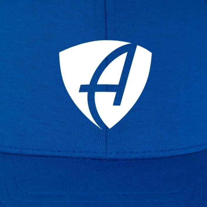 Vorderansicht eines mittelblauen CB Ammersee Flexfit Cap Single Jersey mit weissem Ammersee Design der Modemarke AMMERSEE BAVARIA aus Bayern, Deutschland